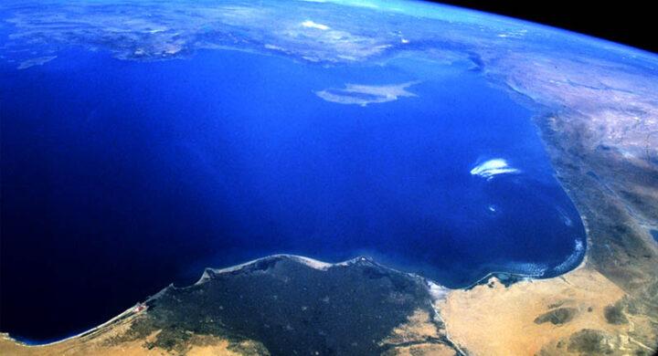 Gas e navi militari, ecco l'ingorgo perfetto nel Mediterraneo. Analisi di Valori