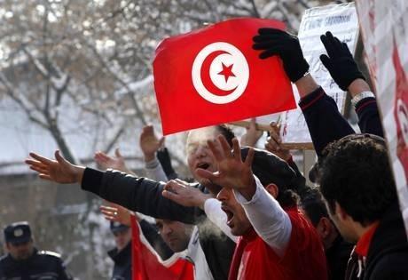 Tutti in piazza per Tunisi