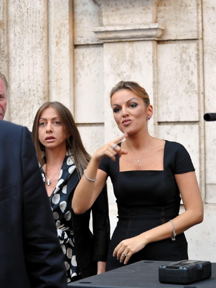 Francesca Pascale e Maria Rosaria Rossi viste da Umberto Pizzi in 25 foto -  Formiche.net