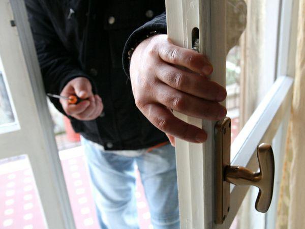 Risultato immagini per furto casa
