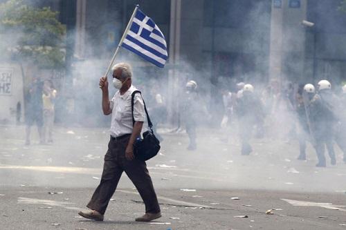 Grecia tra bombe e bond