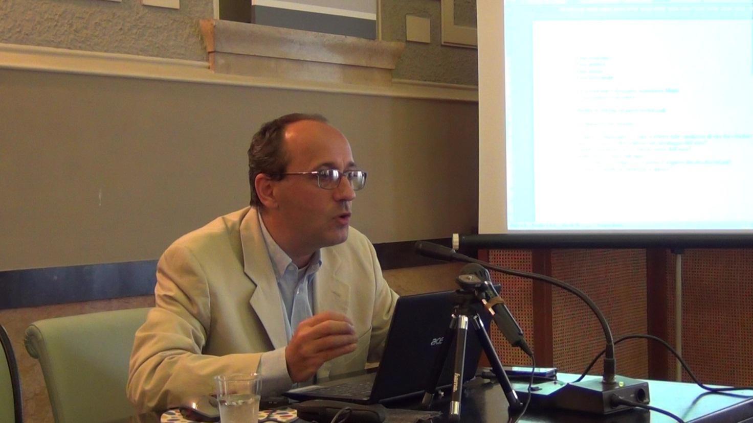 Chi è Alberto Bagnai, l'economista anti euro di sinistra corteggiato dalla destra