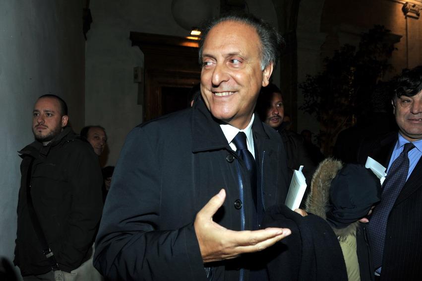 I centristi di Berlusconi si uniscono. Sotto le insegne dello Scudo crociato