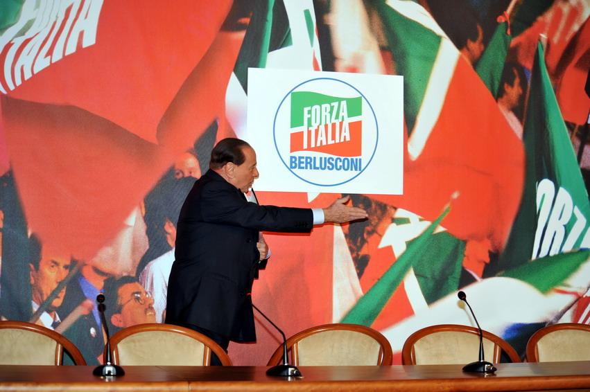 Berlusconi, il re di Forza Italia costretto ad abdicare