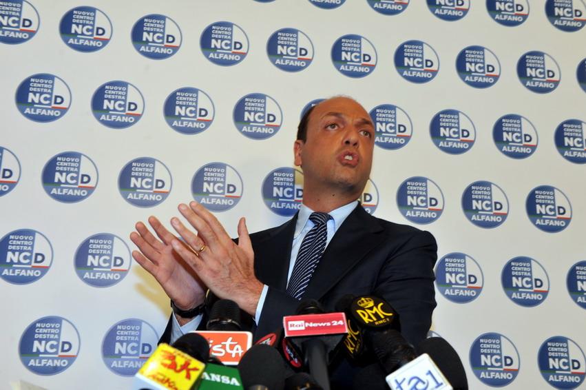 Berlusconi, Alfano, Meloni. Viaggio tra i masochisti di Centrodestra