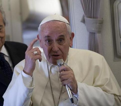 Figli e conigli, che cosa pensa davvero Papa Francesco secondo Becciu, Galantino e Mogavero