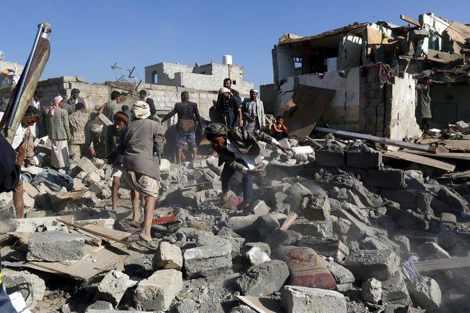Gli USA coordinano raid aerei con sauditi e iraniani, nello stesso momento (anche se sono nemici)