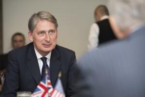 Vi spiego perché Londra vuole cambiare l'Europa. Parla Hammond