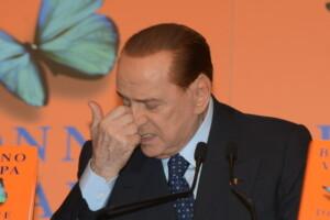 Vi racconto le capriole di Silvio Berlusconi sul governo Gentiloni dopo l'incursione di Vivendi in Mediaset