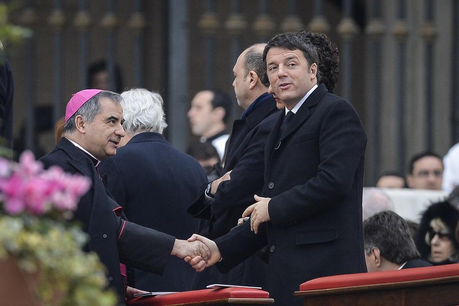 Monsignor Angelo Becciu e Matteo Renzi