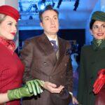 Ettore Bilotta con due hostess Alitalia
