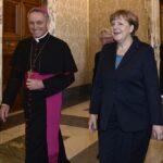 Georg Gaenswein e Angela Merkel
