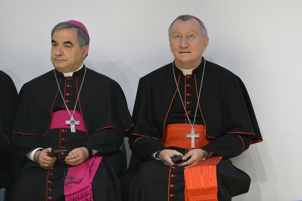 Monsignor Angelo Becciu e Monsignor Pietro Parolin