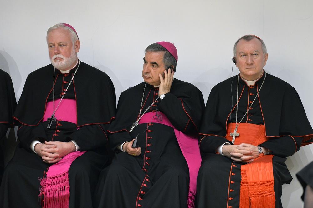 Paul Richard Gallagher, Giovanni Angelo Becciu e Pietro Parolin