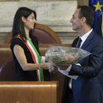 Virginia Raggi all'insediamento della Giunta con Marcello De Vito