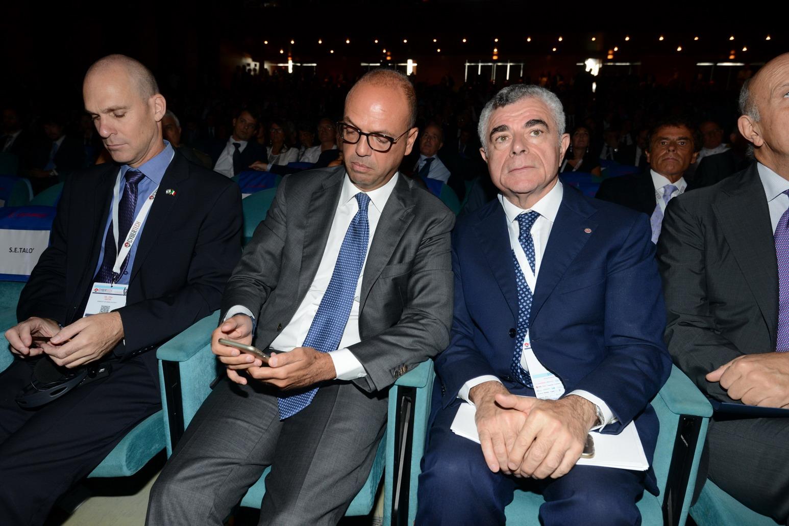 Angelino Alfano e Mauro Moretti