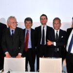 Corrado Passera, Giovanni Bazoli, Andrea Beltratti, Marco Morelli, Gaetano Micciché e Carlo Messina
