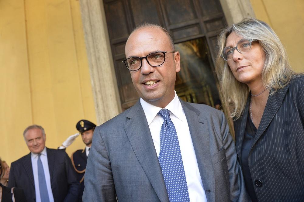Angelino Alfano e Danila Subranni, call center
