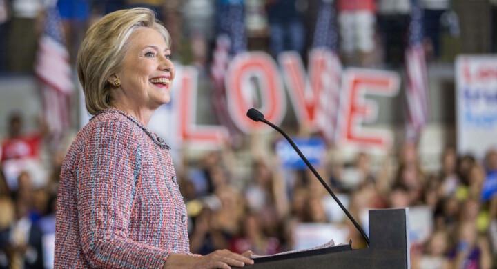 """Hillary Clinton si lancia nei romanzi noir. Ma """"State of terror"""" parla anche di lei"""
