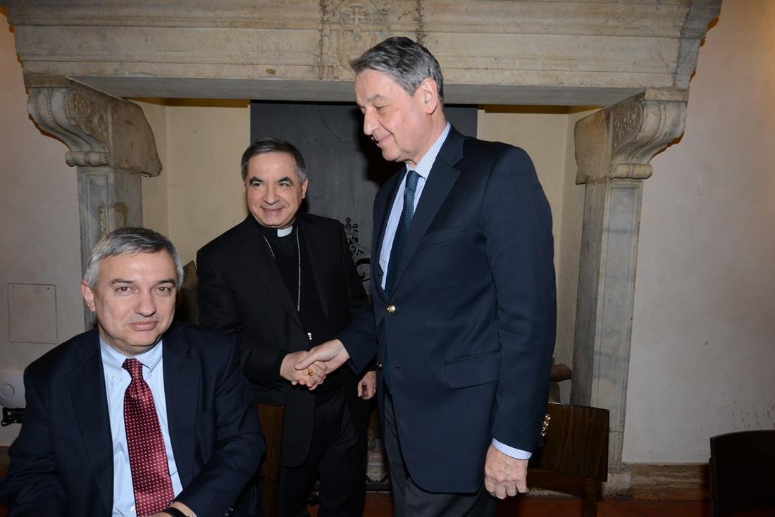 L'ambasciatore Alexander Avdeev, Maurizio Molinari e Monsignor Giovanni Angelo Becciu