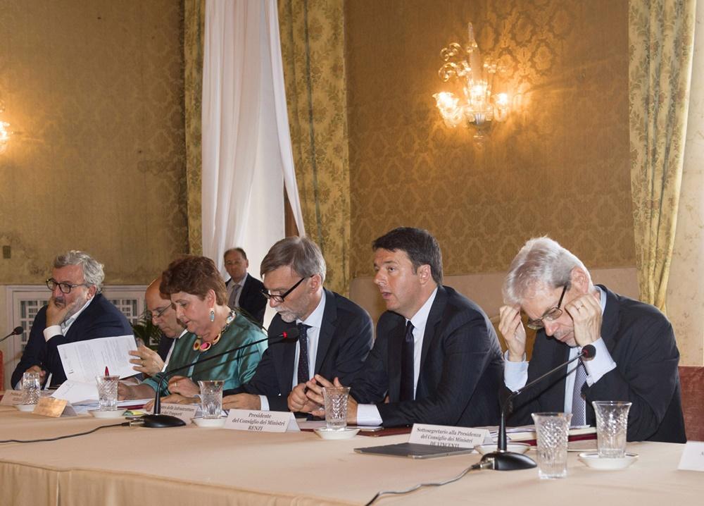 Michele Emiliano, Teresa Bellanova, Graziano Delrio, Matteo Renzi e Claudio De Vincenti (2016)