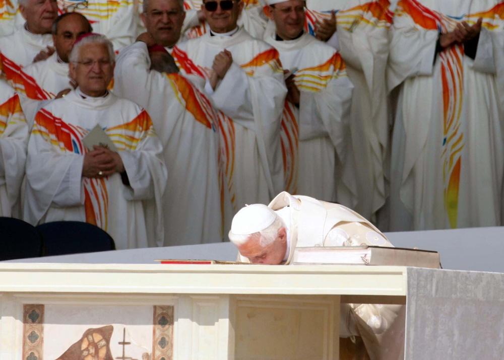 Benedetto XVI a Bari (2005)