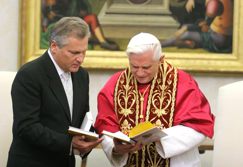 Benedetto XVI riceve in visita il presidente della Polonia Aleksander Kwasniewski (2005)