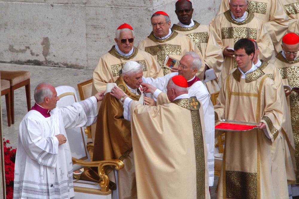 La messa di investitura di Benedetto XVI (2005)