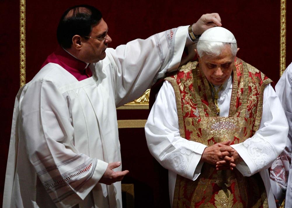 Benedetto XVI durante le celebrazioni pasquali del 2008
