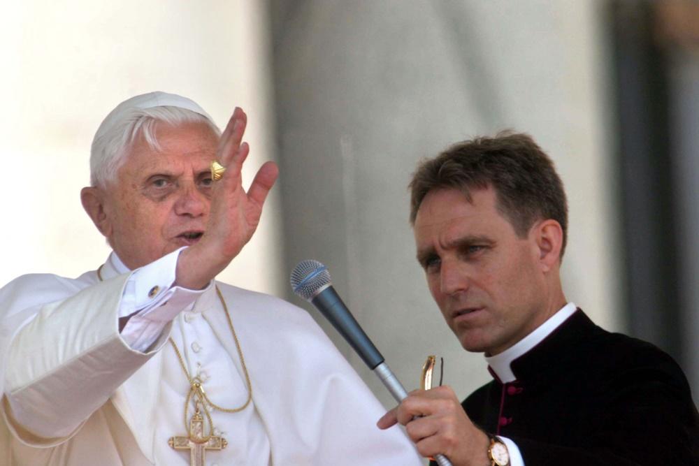 Benedetto XVI e Georg Gaenswein (2005)