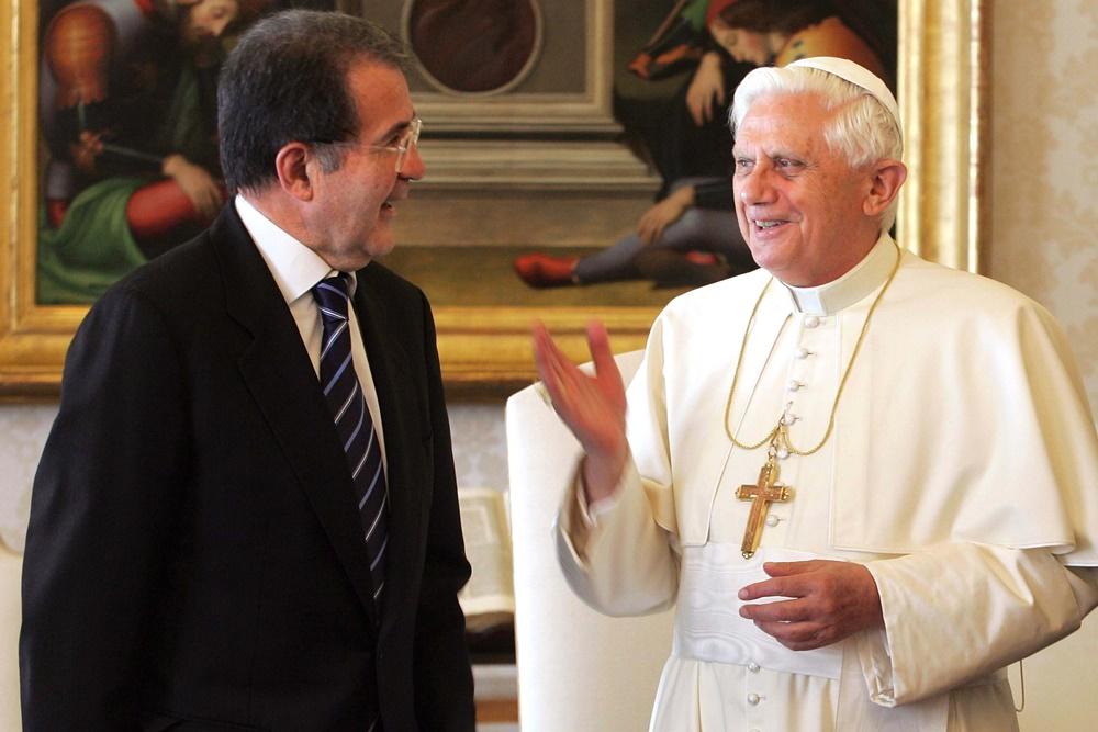 Benedetto XVI riceve in visita Romano Prodi (2006)