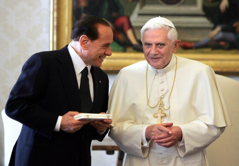 Benedetto XVI e Silvio Berlusconi (2005)