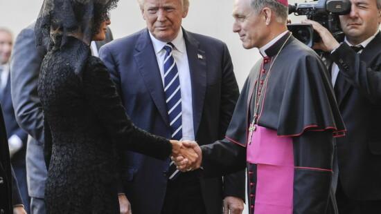 Donald Trump, Melania Trump e Georg Gaenswein