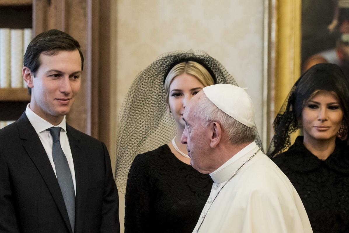 Jared Kusher, Ivanka Trump, Melania Trump e Papa Francesco