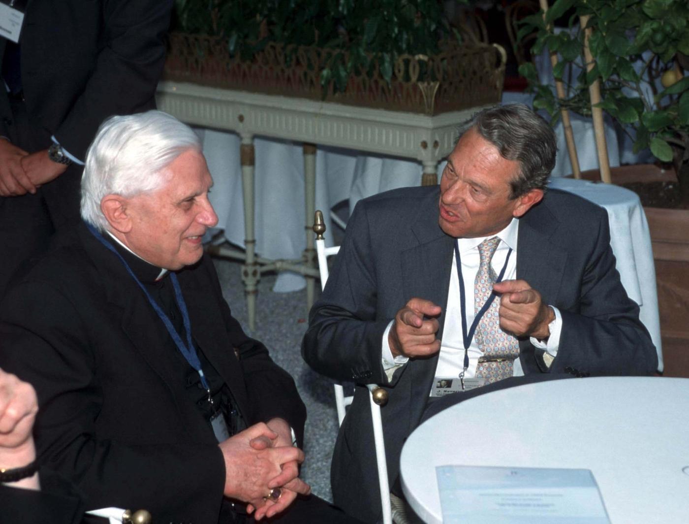 Papa Ratzinger, Joaquin Navarro Valls (2000)