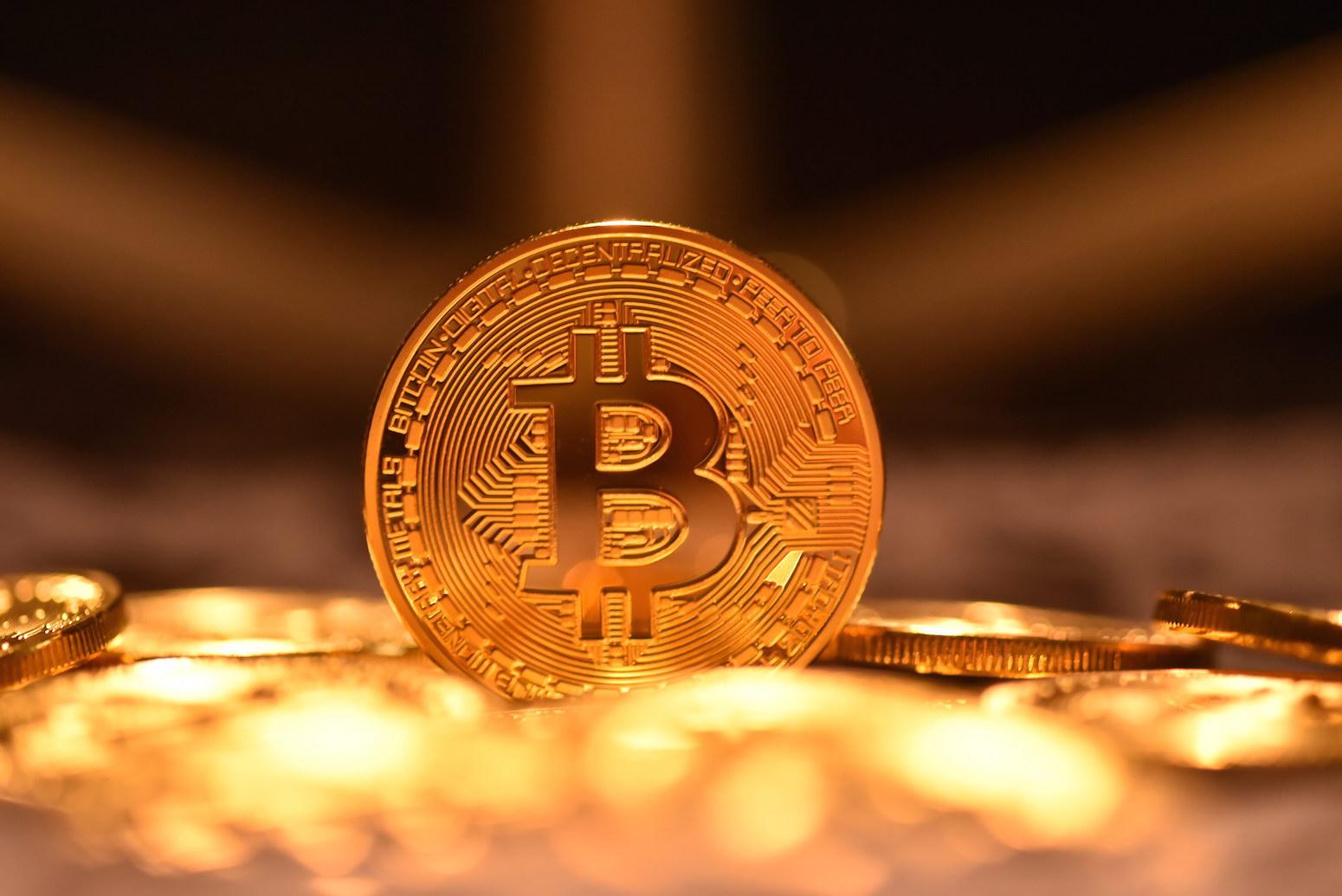 Intesa Sanpaolo, Unicredit, Goldman Sachs, Jp Morgan. Chi investe in bitcoin e blockchain