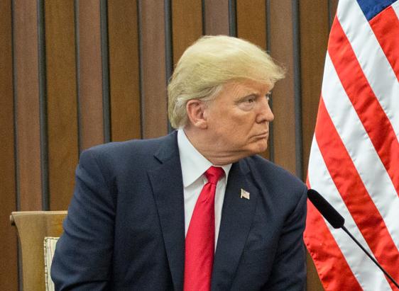 Trump, Cina, naso sanguinante, congresso