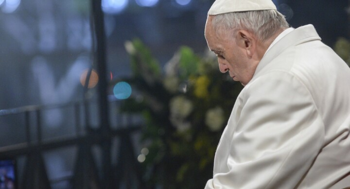 """La """"dottrina della tribolazione"""" di Bergoglio e l'errore riconosciuto sul caso Barros"""