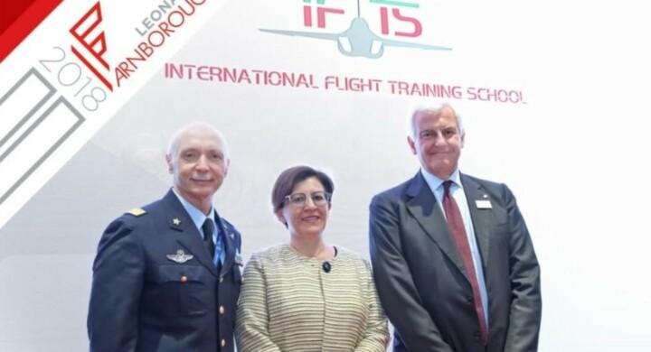 Ecco la Scuola di volo per i futuri piloti di caccia. La firma tra Vecciarelli (Aeronautica) e Profumo (Leonardo)