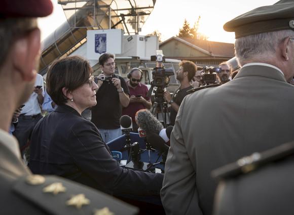 Afghanistan, Niger e operazione Sophia. La tabella di marcia del ministro Trenta (e la punzecchiata a Macron)