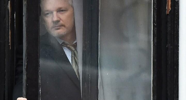 Julian Assange, l'arresto a Londra e la richiesta di estradizione negli Usa. Fatti, scenari e commenti