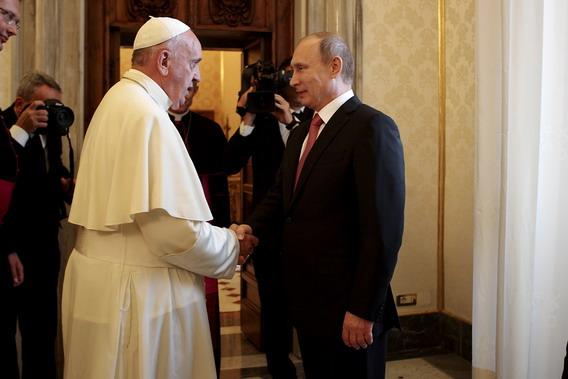 La mitezza di Bergoglio sfida l'indifferenza e offre un'ancora anche alla Russia