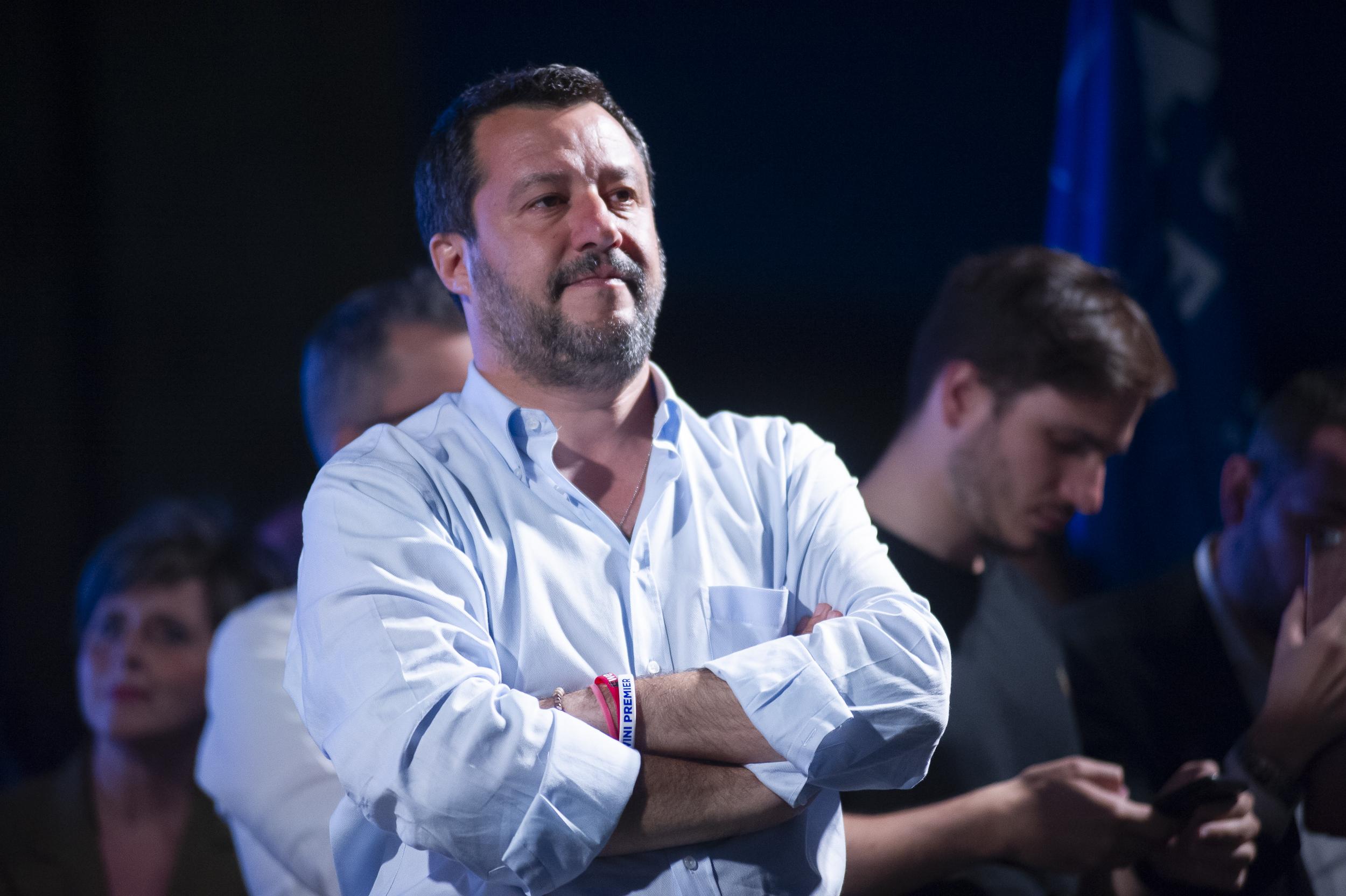 Salvini contro ong e alleati. Continuano gli sbarchi ma la Lega cresce