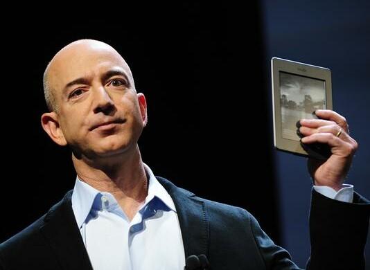 Jeff Bezos andrà nello Spazio. Per sfidare Musk e Branson