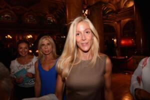 Olivia Paladino (senza scorta) pizzicata da Pizzi. Le foto