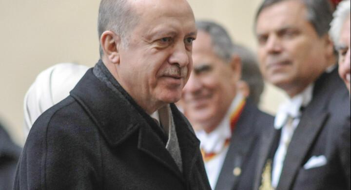 Erdogan a Tunisi cerca sponde per la Libia