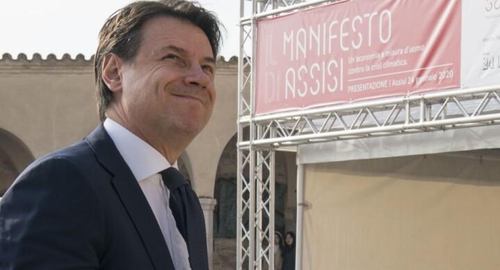Conte come Andreotti? Se lo dice Giorgetti… Il premier che dialoga con cattolici (e sardine)