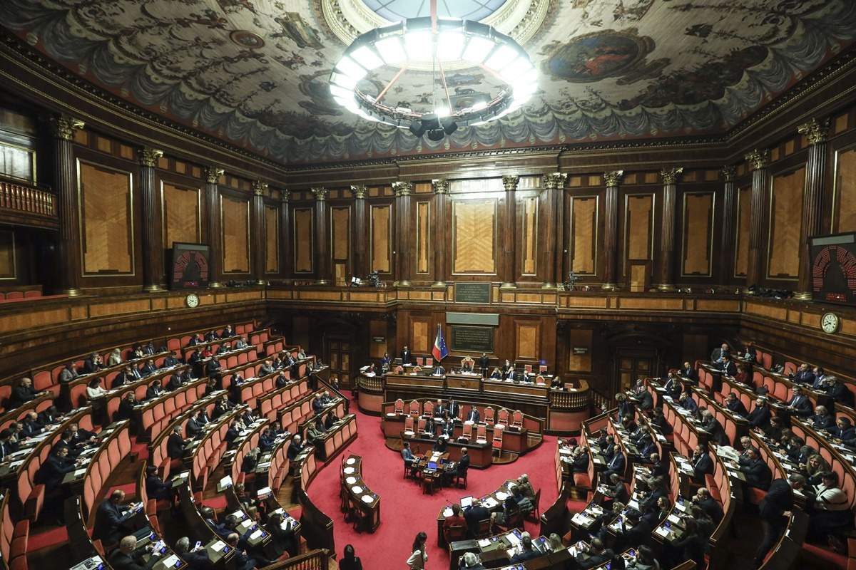 Parlamento on line? Garantiamo la possibilità di violare il regolamento. Il commento del prof. Sbailò