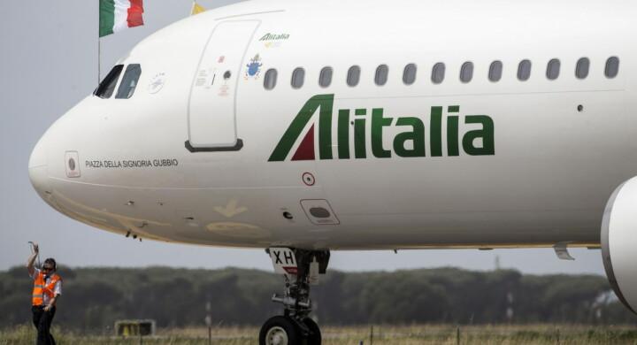 Così il virus affossa l'aviazione. E Alitalia torna pubblica. L'analisi di Alegi
