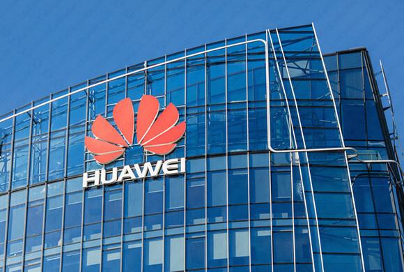 Huawei non molla nel Regno Unito. E si fa pubblicità con la Bbc